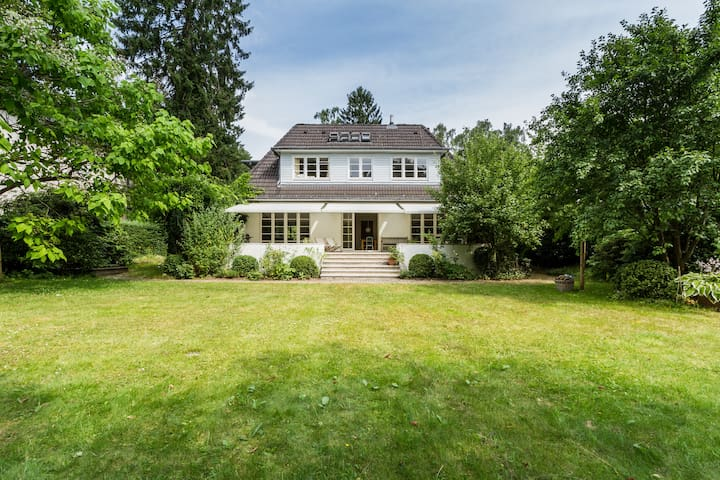 Modern friendly house in Blankenese, quiet