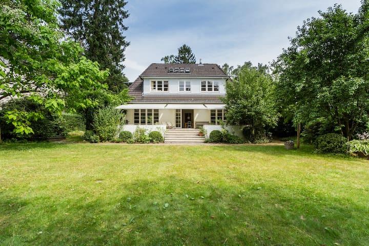 Villa - großes Haus - mit Garten in Blankenese