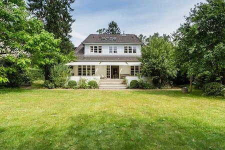 Villa - großes Haus - mit Garten in Blankenese - ฮัมบูร์ก