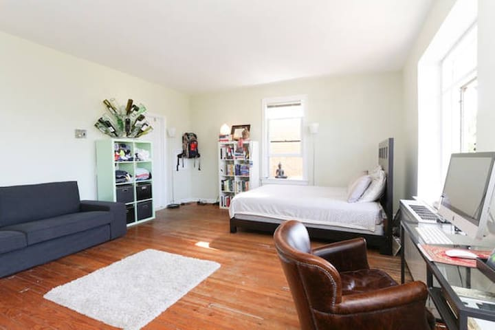 Perfectly Located Studio on Capitol Hill - Washington - Apartment