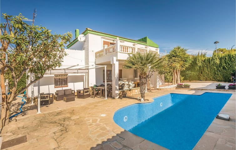 Holiday cottage with 6 bedrooms on 120m² in Calafat