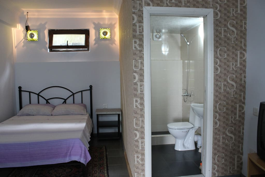 private room with double bed and private bathroom. can be reserved minimum for 2 people. maximum 4