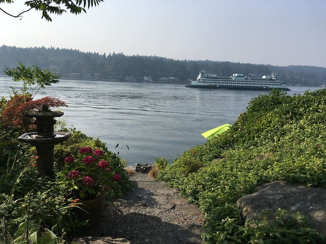 PORT ORCHARD WATERFRONT GUEST SUITE, SLEEPS 2