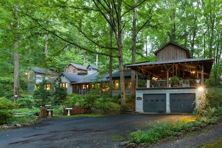 Outrageous! Cabin(?) in the woods - Winston-Salem - Casa