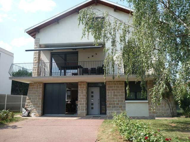 Rez-de-chaussée proche Cézeaux, CHU - Clermont Ferrand - Casa