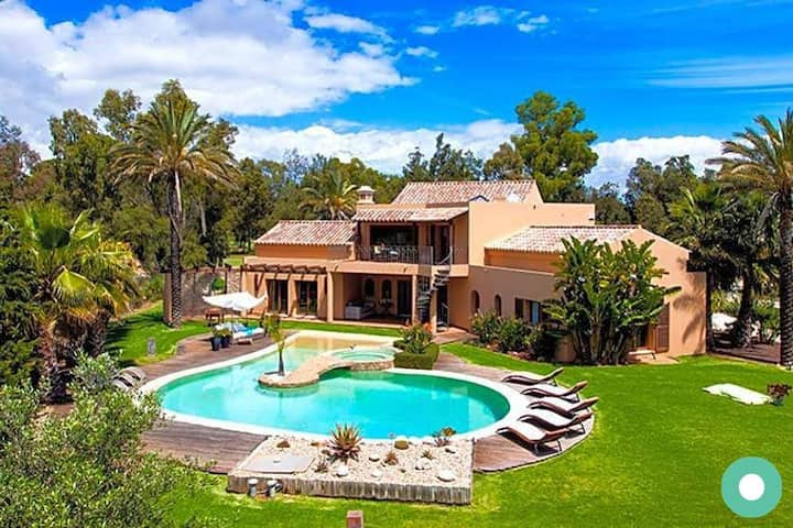 Villa Penina | Amazing luxury villa with jacuzzi!