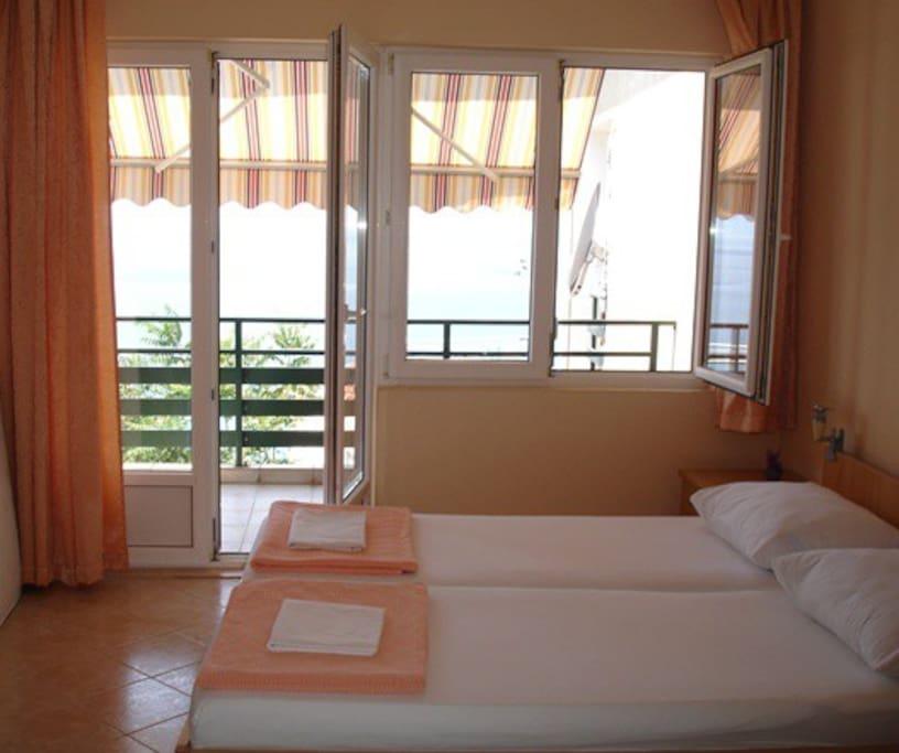 The studio apartment (2+1) overlooking the Adriatic Sea