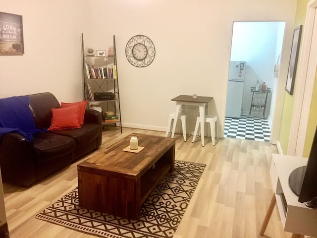 Short Walk to Beach + Close to Glenelg & Airport! - Somerton Park - Wohnung