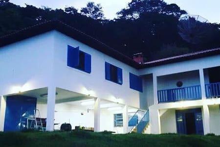 Casa Paradisíaca toda segura com boate particular