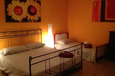 """appartamento""""Girasole"""" Con Terrazzo-vicinanza Mare - Cecina - Leilighet"""