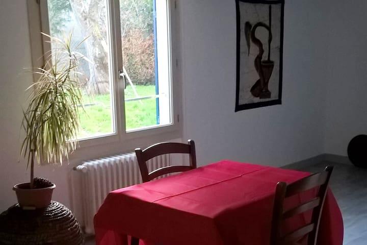 appartement, 4 places,32m2; chambre séparée,jardin - Buxerolles - Apartamento