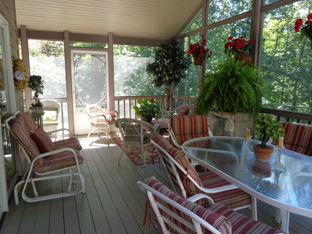 Large 5-6 Bedroom  Country Home - Mansfield - Dom
