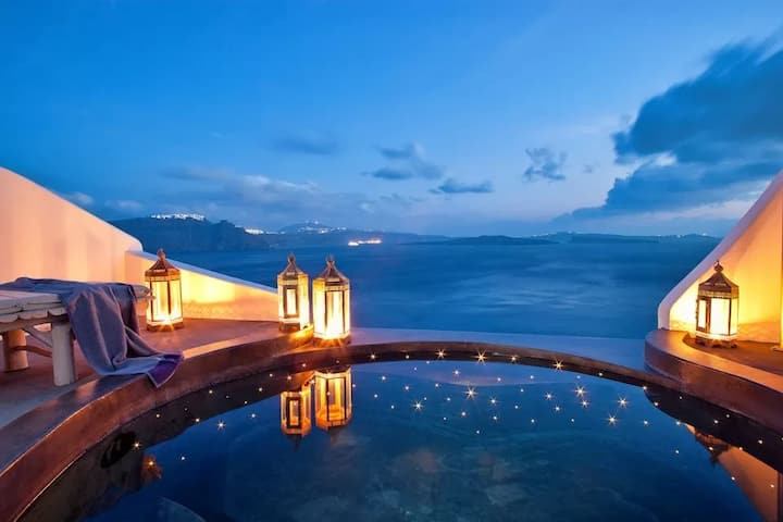 Deluxe Suite with Infinity Pool & Caldera View