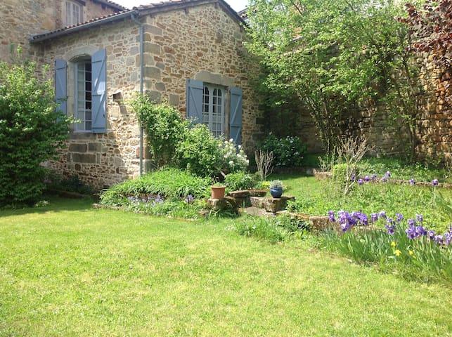 Appartement avec jardin au cœur de Figeac