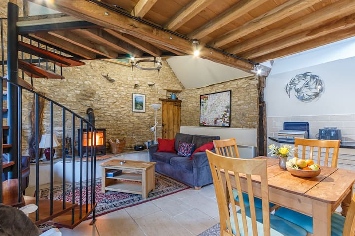 Tump Cottage - sleeps 2. Fireplace & dog friendly