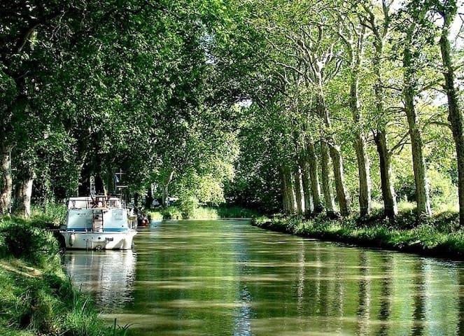 Le canal du midi devant la maison !!,havre de paix