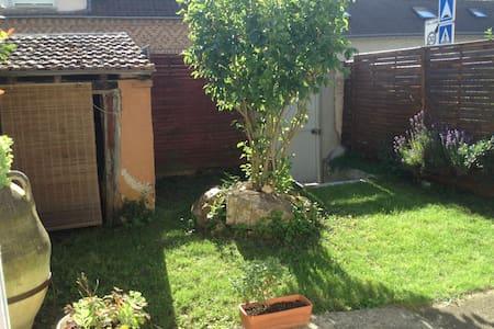 Beau studio avec jardin - Mainvilliers