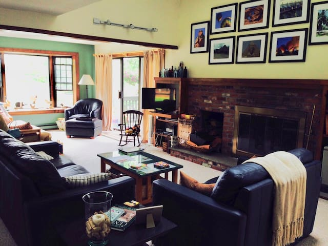 Quiet Sugar Hill condo in Quechee Lakes