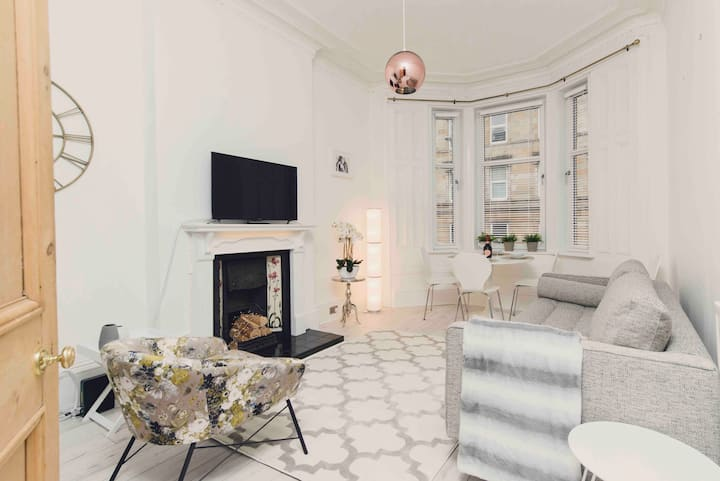 Bright fresh West End Victorian flat — 2 bathrooms