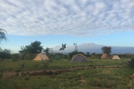WE4Kenya Ready Camping Tent = Low Budget Amboseli