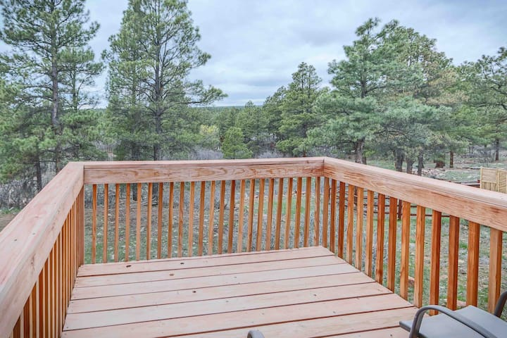 2 Decks, Privacy, Trees, Walk to Forest, Views, AC