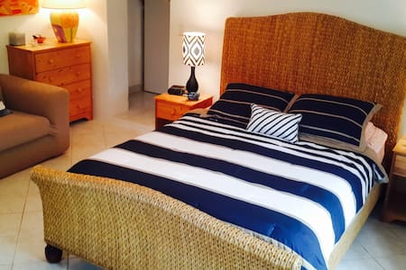 PANATOLA STUDIO- Breathtaking Views - Southampton - Apartemen