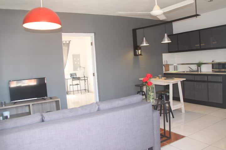 Stylish Industrial Flat Center of Town Apt 3