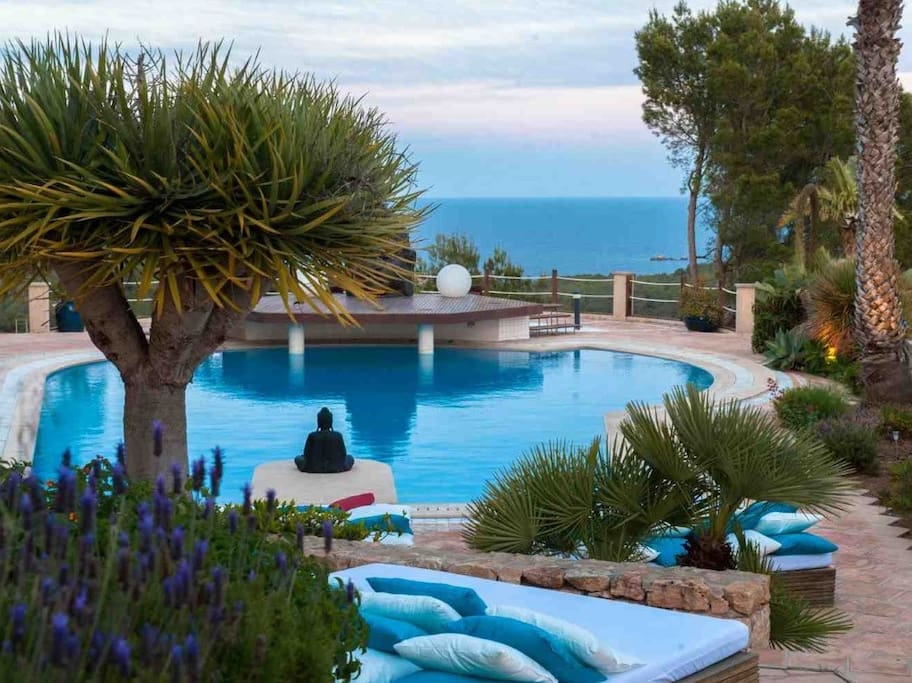 POOL and SEAVIEWS