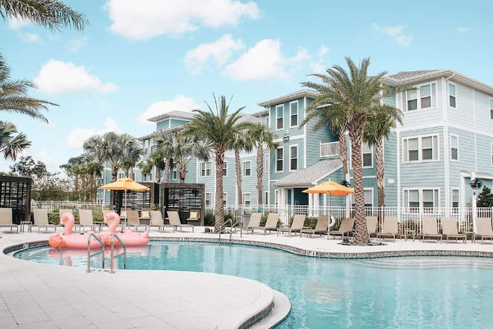 Resort Style Amenities, one BR minutes from Disney