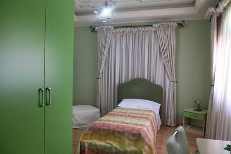Villa Manno B&B Camera  doppia Iris - Barcellona pozzo di Gotto - Bed & Breakfast