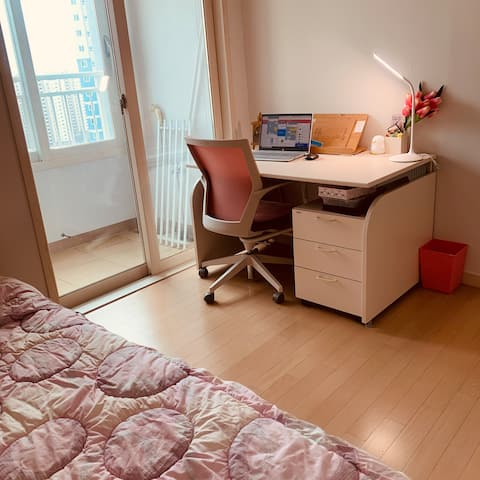 Cozy room (pink mood)