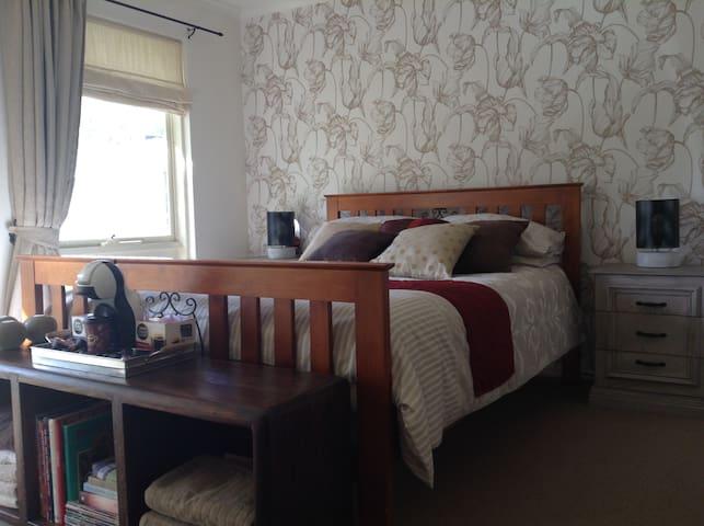 Adelaide - luxury private en-suite room