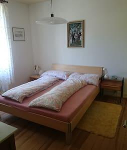 Zimmer in grüner Oase - 10 Minuten zur Baselworld - Riehen - Bed & Breakfast