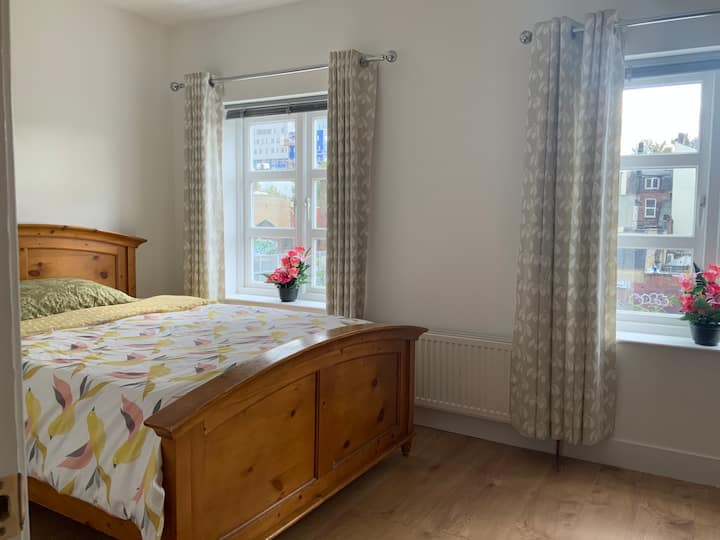 (G3) Spacious En-suite private rooms located in E1