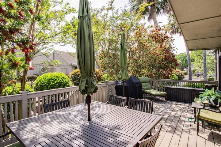640 Queens Grant || UPDATED Kitchen || Close to Beach || 5 Complex Pools || Palmetto Dunes