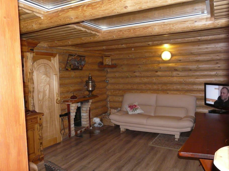 Первый этаж мини камин, два диван кровати, телевизор