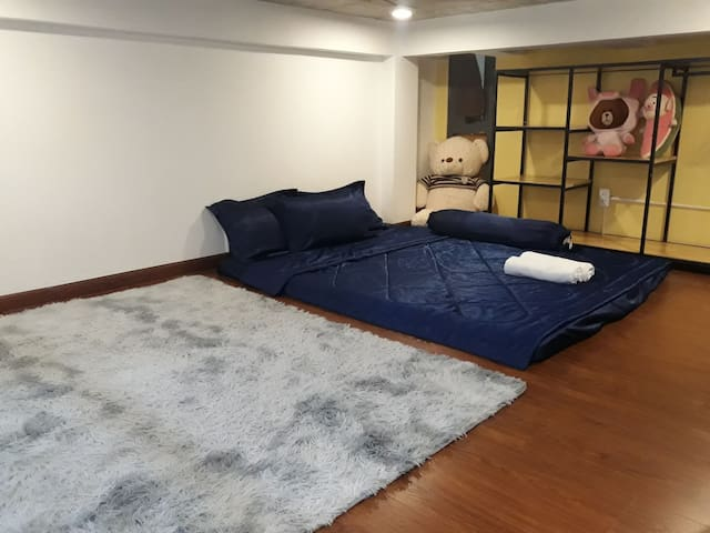 [Crowded Area]Near Market,Full Furniture-1 BR 3.1