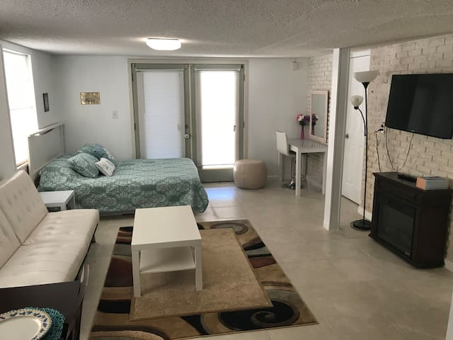 Private place: Two Bedrooms And a Full Bathroom