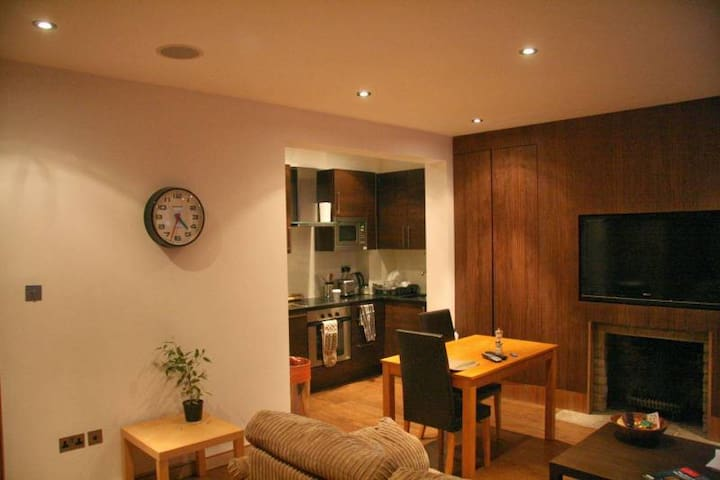 Large double room with access to the garden.