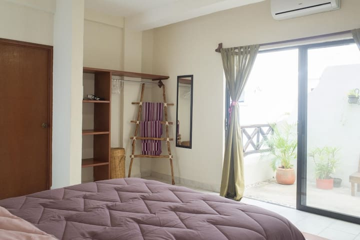 302 Cama Queen con baño privado y balcon