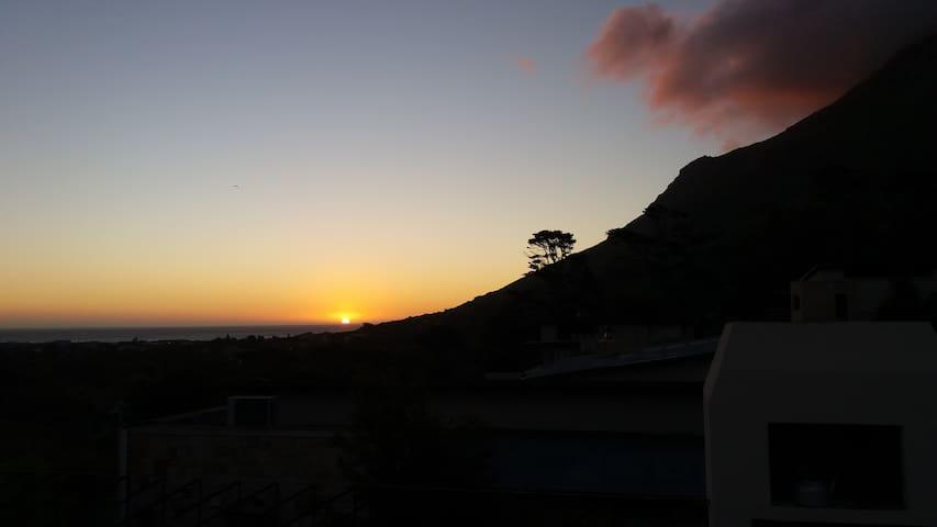 Sea & Mountain Views, Beach Road Noordhoek