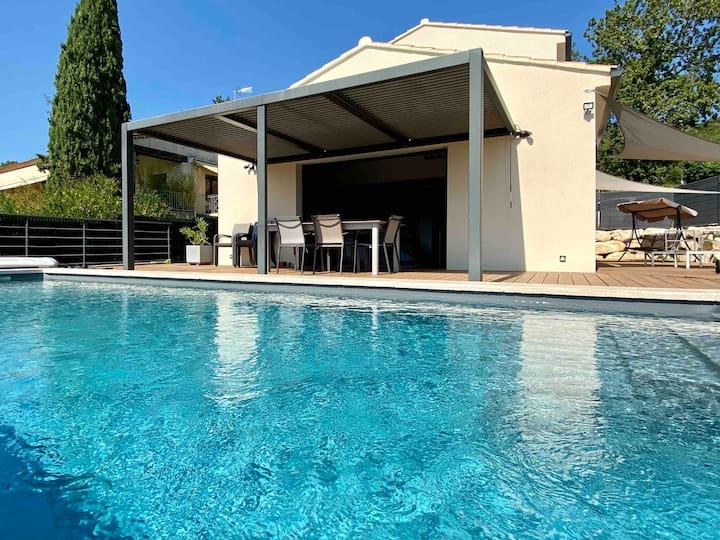 Villa contemporaine,vue,jacuzzi,piscine chauffée.