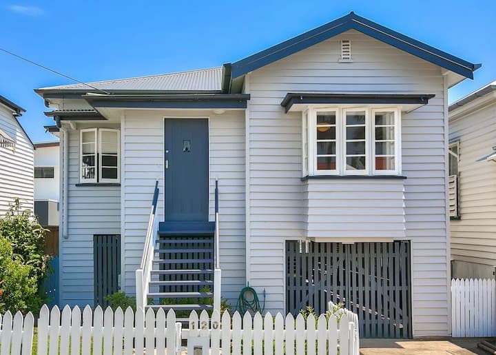 New Farm Queenslander, 5 Bedrooms, CBD, A/C, Lawn