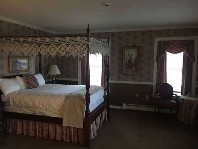 Waynebrook Inn - Bridal Suite
