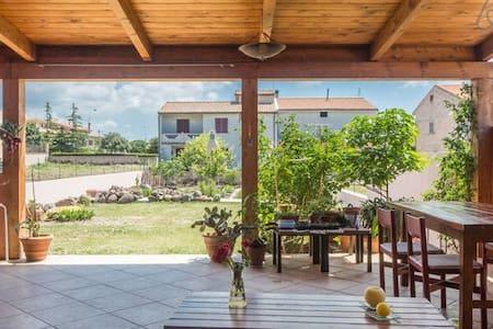 Una casa en la isla continente - Suni