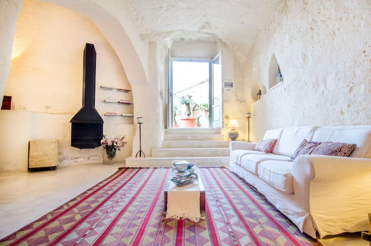 Relax in magical Sassi of Matera - Matera - Earth House
