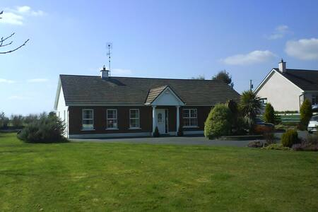 Family Bungalo in Galway suburb - Craughwell