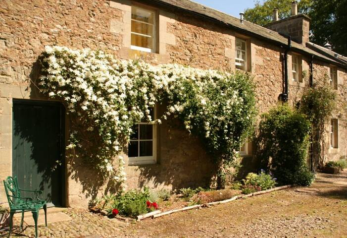 Keeper's Cottage, family favourite - Scottish Borders - House