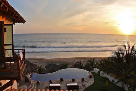 Beachfront Villas and Bungalows - Zihuatanejo - Villa