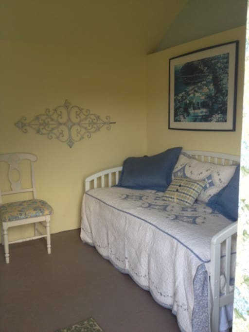 Trundle bed opens to King!